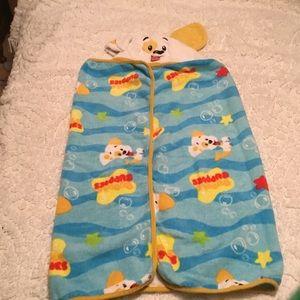 Nickelodeon Hooded Bubble Guppies Bath Towel